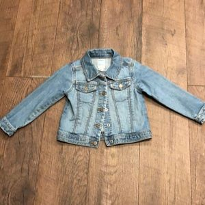 Old Navy light wash jean jacket. Excellent cond